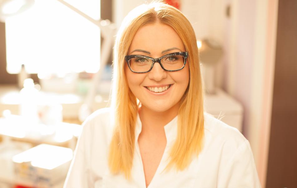 Dermatolog  Doktor Agnieszka ma wieloletnie doświadczenie w swojej pracy. Specjalizuje się przede wszystkim w terapiach trądziku młodzieńczego, osób dorosłych, trądziku różowatego oraz diagnostyką zmian skórnych.